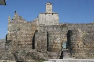 Castillo de Ribadavia. Aquí, el duque de Lancaster arrasó con la judería. Los hebreos apoyaban el partido trastamarista.